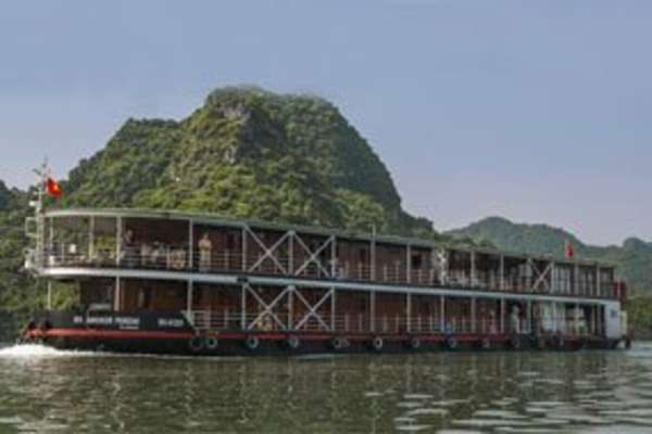 Cruising to Ha Long Bay from Hoa Binh