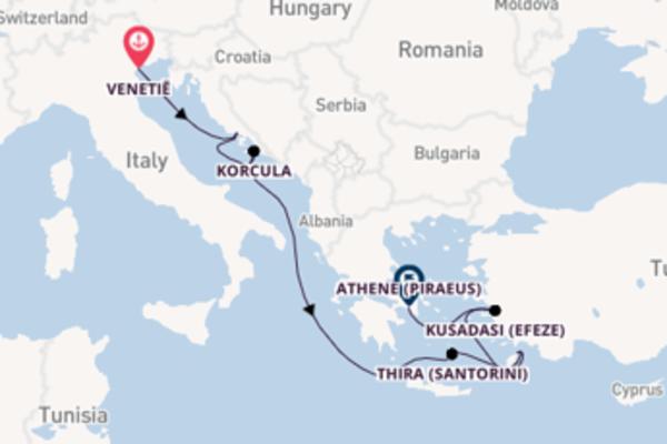 Vaar langs het stralende Santorini