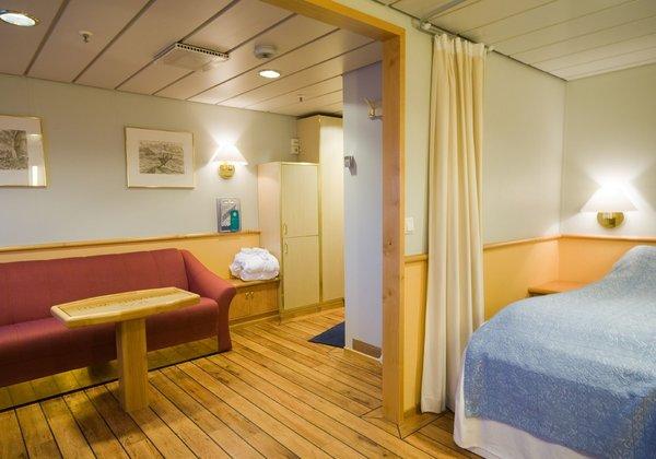 Mini Dusche Wc : ... Doppelbett Bad mit Dusche/WC Fenster Sitzgruppe ...