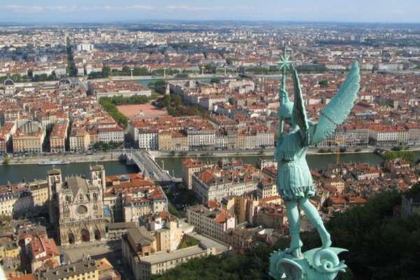 Trip with the Camargue  to Avignon from Lyon