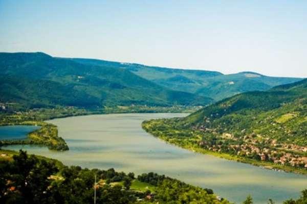 Donauknie, Hongarije